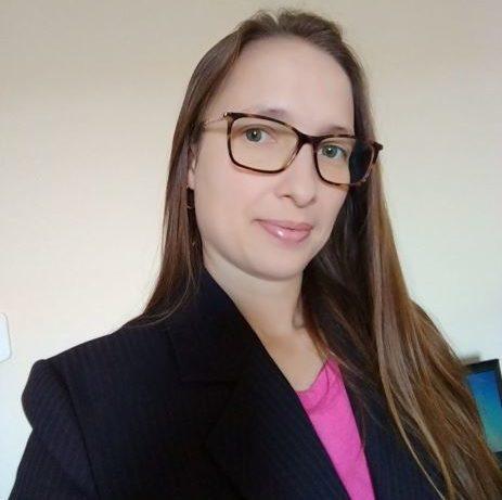 <strong>Eva Ramos<br><em>Consultora Senior</em></strong>